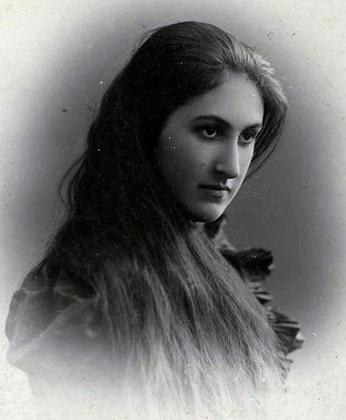 Анна Цакни