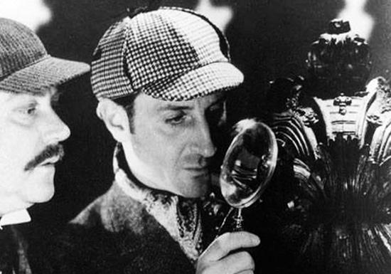 Холмс в головном уборе