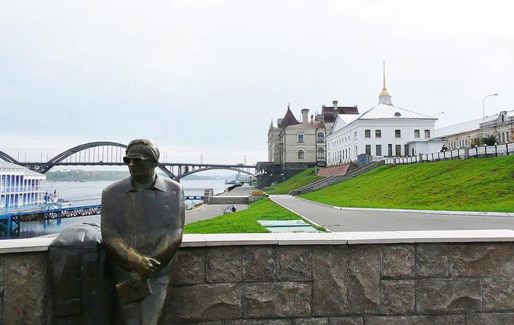 Памятник Ошанину