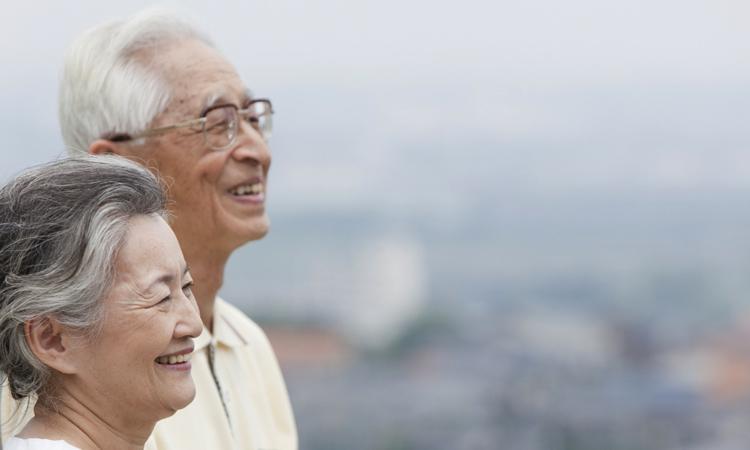 Счастливые пожилые азиаты
