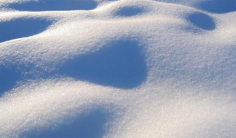 Много белого снега