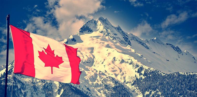 Горы и флаг Канады