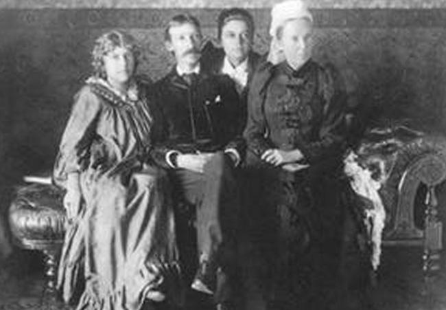 Стивенсон с семьей