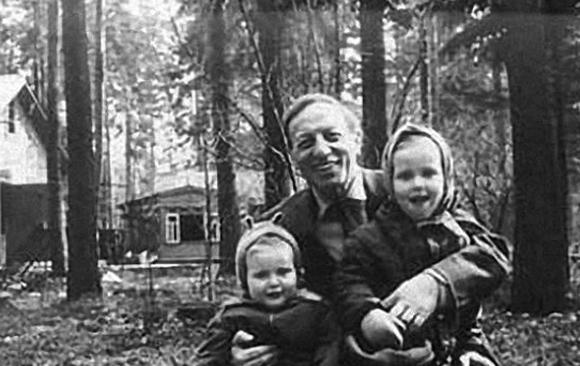 Каверин с детьми