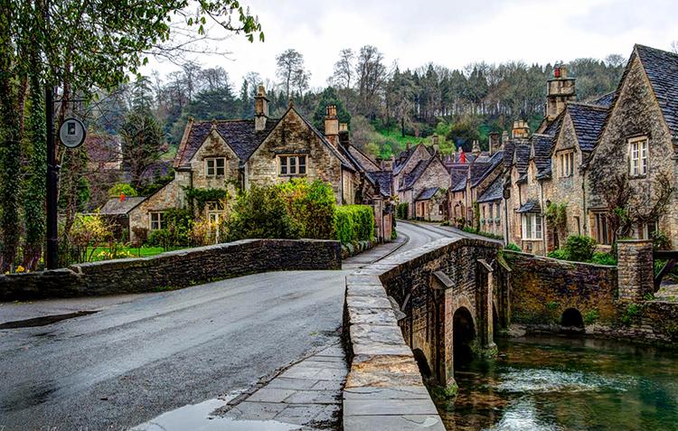 Касл Комб, Англия