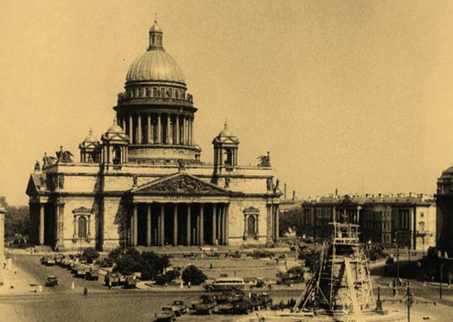 Исаакиевский собор во время блокады