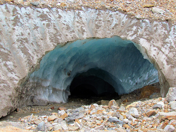 Пещеры в Алибекском леднике