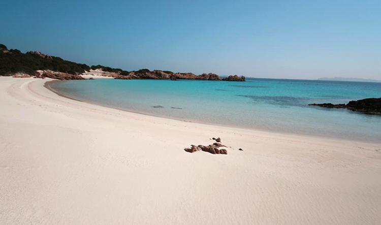 Розовый пляж (Spiaggia Rosa)