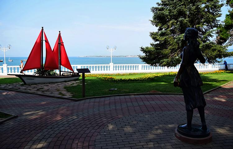 Памятник Алым Парусам