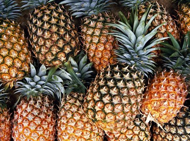Много ананасов