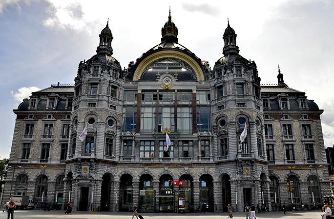 Вокзал в городе Антверпен