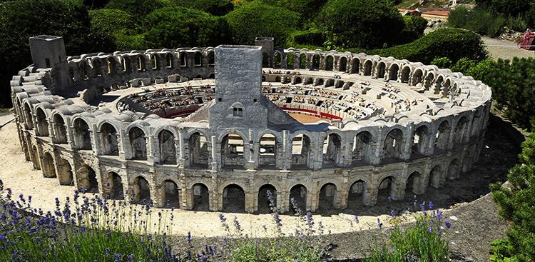 Древний амфитеатр в Арле (Arènes d'Arles)