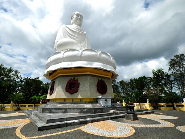 Пагода Лонг Шон или Белый Будда