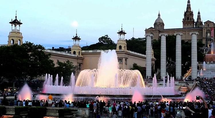 Волшебный танцующий фонтан Монжуика (Fuente mágica de Montjuic)
