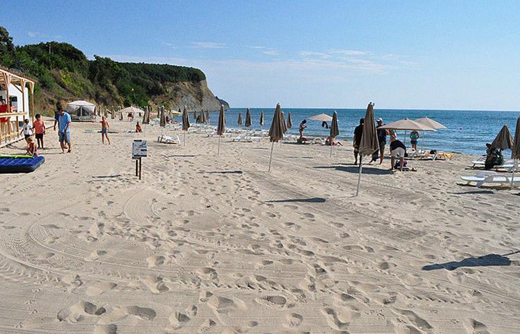 Пляжи Вая и Иракли