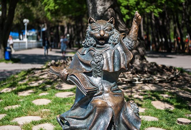 Памятник Коту-Учёному