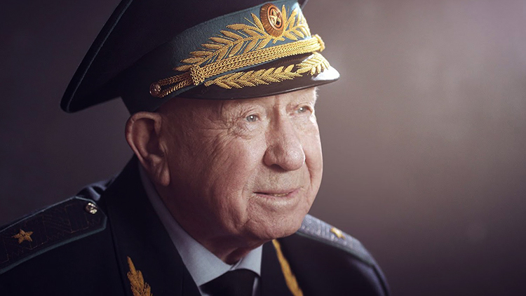 Пожилой Леонов