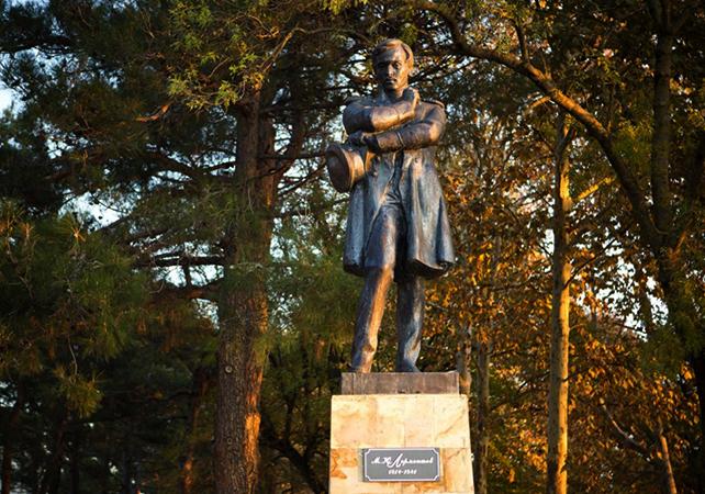 Памятник Михаилу Лермонтову