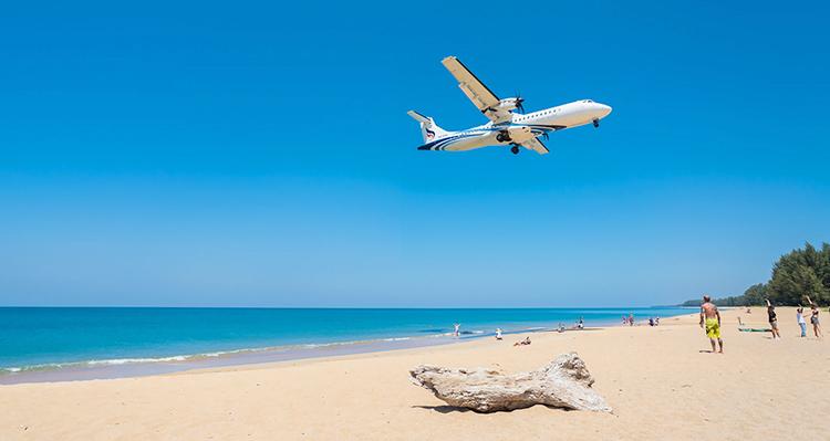 Самолеты на пляже Май Као