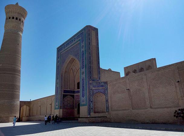 Минарет и мечеть Калян