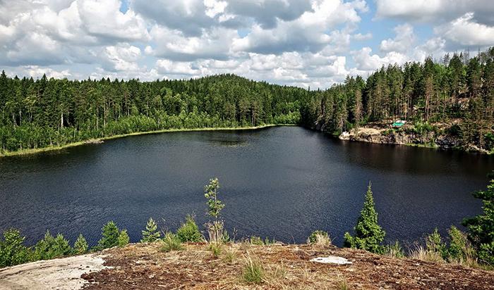 Озеро в форме треугольника