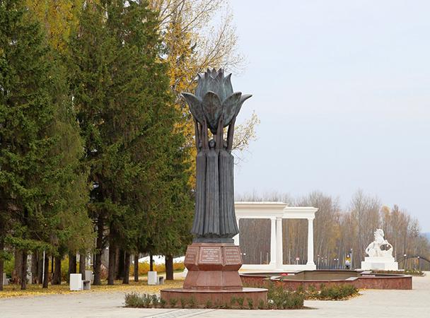 Памятник «Единение народов и культур»