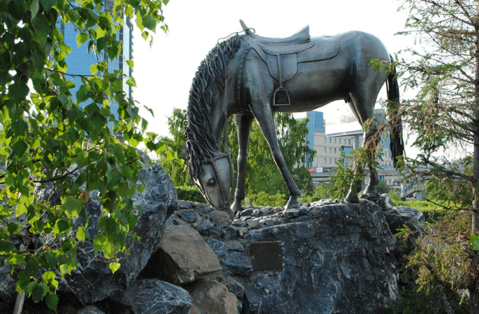 Памятник «Лошадь белая»