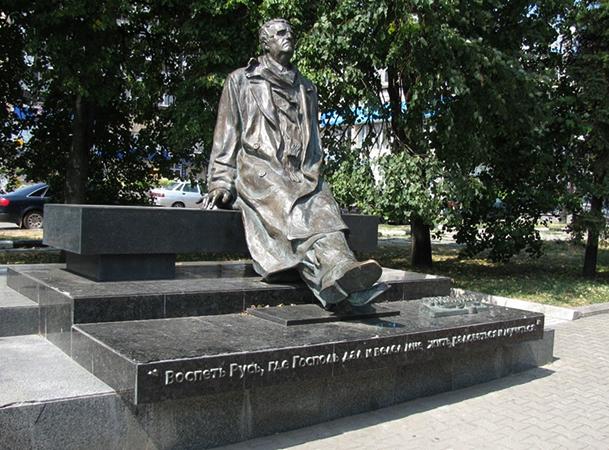 Памятник Свиридову