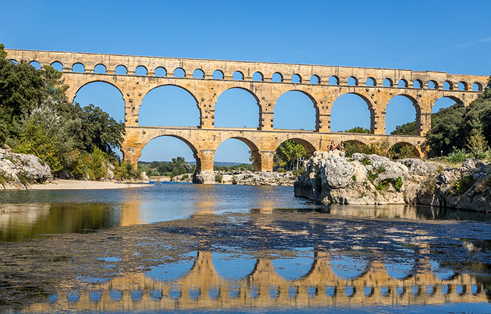 Древний акведук Пон-дю-Гар (Pont du Gard)