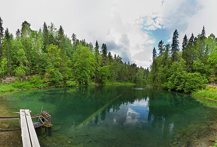 Бирюзово-изумрудные радоновые озера