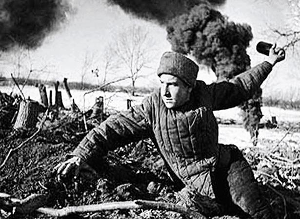 Солдат в бою