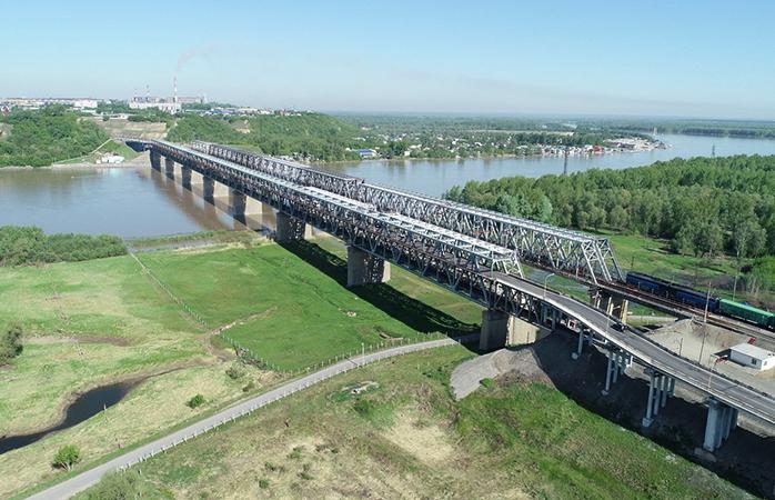 Старый автомобильный мост через Обь