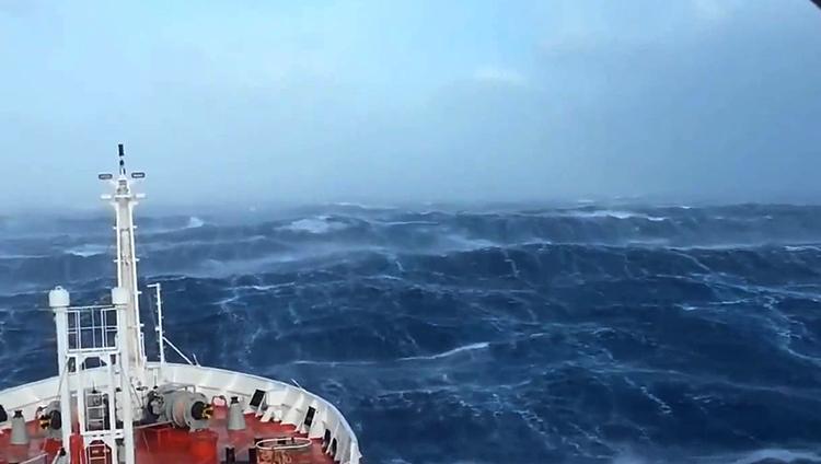 Шторм в Индийском океане