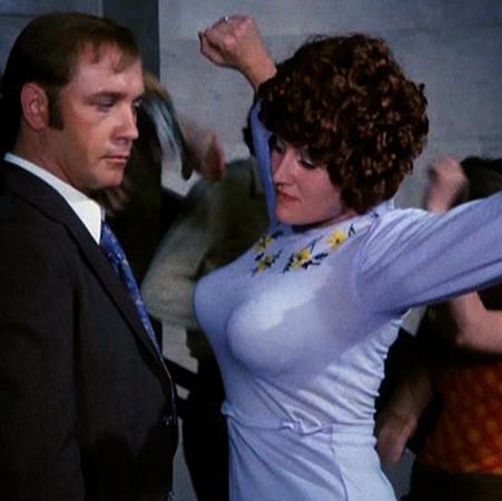 Кадр из фильма с девушкой