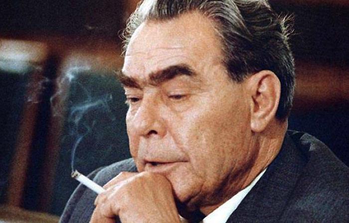 Брежнев курит