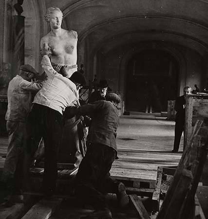 Лувр во время войны