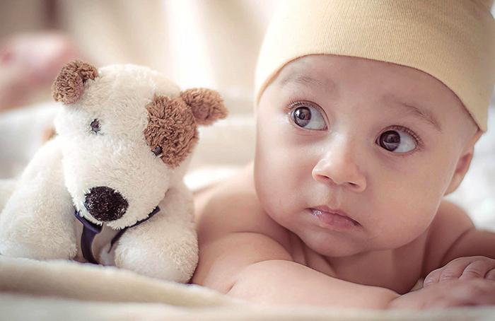 Малыш смотрит