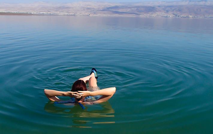 Плавание в мертвом море