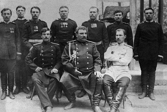 Пржевальский Николай Михайлович в своем окружении