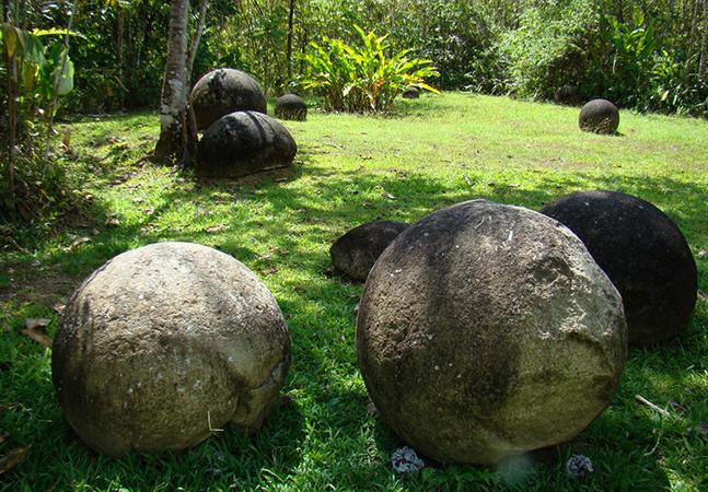 Каменные шары-петросферы