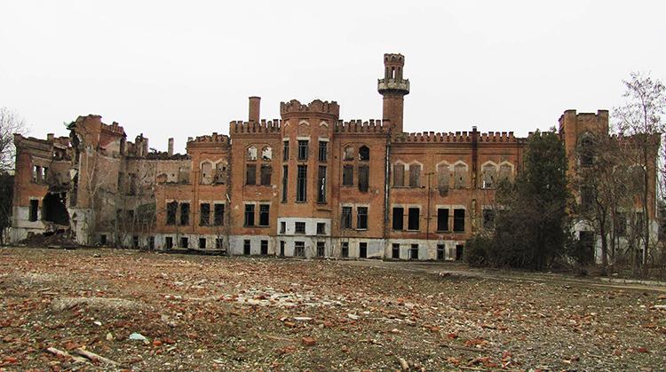 """""""Английский замок"""" в Грозном"""