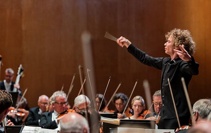 Дирижер симфонического оркестра