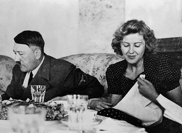 Гитлер и Браун за столом