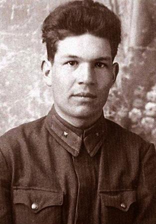 Мустай Карим в молодости