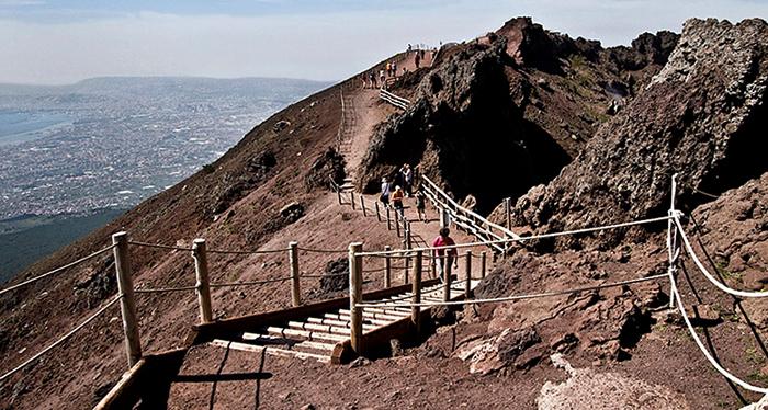Туристы на вулкане