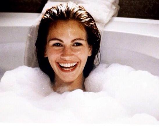 Джулия в ванной