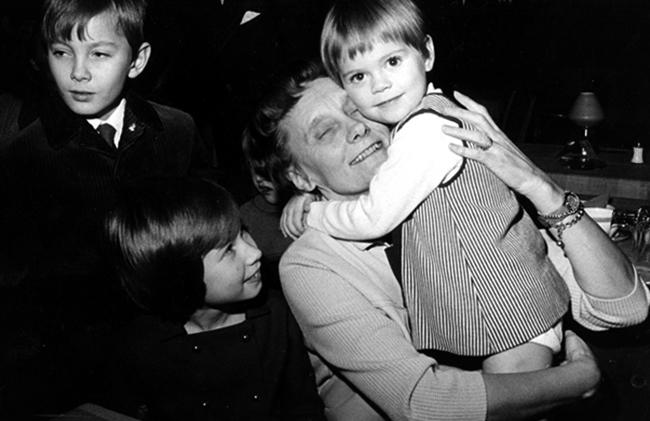 Астрид с детьми
