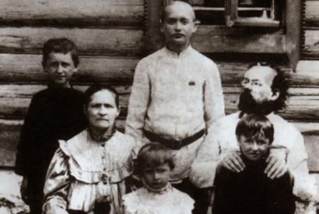 Циолковский с семьей